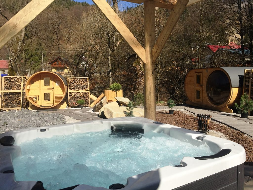 Mountain wellness_outdoor part_whirlpools and saunas