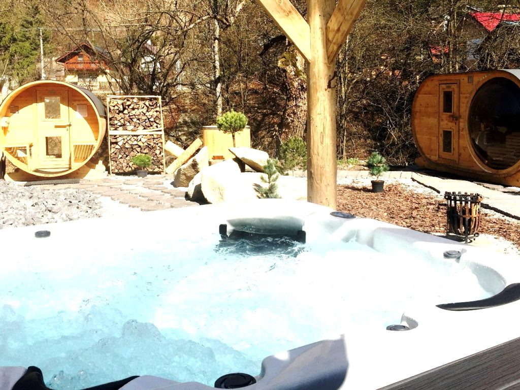 Mountain wellness_outdoor part_whirlpools and saunas_OREZ